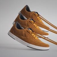 Sepatu Sneakers Suede Libra Gold