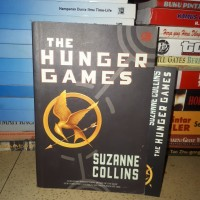 NOVEL THE HUNGER GAMES SUZANNE COLLINS