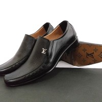 sepatu pantofel formal louis vuitton841 black 38-44 kulit import