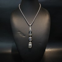 Kalung tali dengan dgn liontin aplikasi batu & kristal aklirik