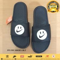 Sandal Selop Pria Wanita-Benassi Smile-Karet-Hitam Putih