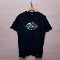KAOS T SHIRT DICKIES GRAPHIC LOGO CAMO TEE BLACK