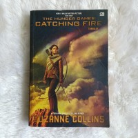 Novel Catching Fire - Suzanne Collins