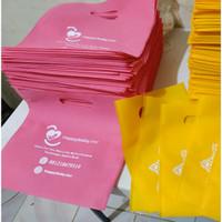 Goodie Bag Bisa Sablon Oval 30x30, Tas Spunbond, Tas Souvenir - Merah Muda