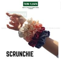 Scrunchie ikat rambut wanita /cepol jilbab SATINN SILK JEPANG - Putih