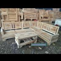 Meja dan Kursi sudut ukir kayu jati mentahan