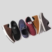 Sepatu Sneakers Suede Libra