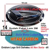 emblem logo grill depan daihatsu 14 cm all new xenia hitam carbon 1 bh