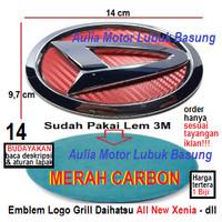 emblem logo grill depan daihatsu 14 cm all new xenia merah carbon 1 bh