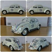 Diecast Miniatur Greenlight VW Beetle Kodok Herbie skala 1:18