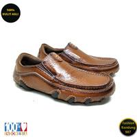 Sepatu kasual pria sol tanam kulit asli model slip on premium AVD 01