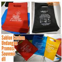 Goodie Bag Bisa Sablon Oval 20x30, Tas Spunbond, Tas Souvenir - Putih