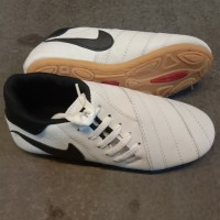 sepatu futsal kulit asli sol dijahit