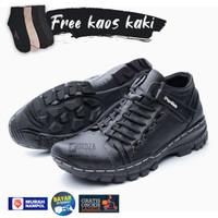 Sepatu Boots Pria Kulit Casual Touring Free Kaos Kaki BKS08– Hitam