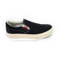 Sepatu Slip On Warrior Arthur - Hitam Putih / Black white