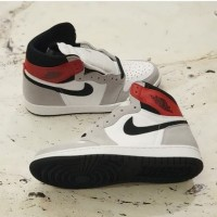 Nike Air Jordan 1 Retro High OG Light Smoke Grey Authentic