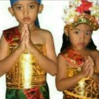 Baju adat Bali anak tanggung ( anak SMP )