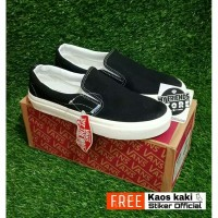 Sepatu vans slip on black white og wafle dt