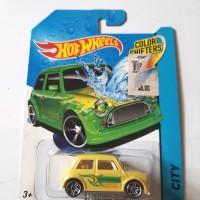 Hotwheels color shifters 61 morris mini city
