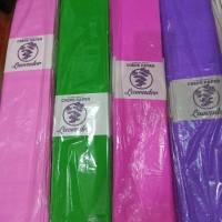 Kertas krep panjang berwarna