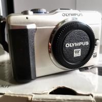 Camera Olympus Pen E-PL1 Mirrorless - Double Zoom Kit (Lengkap)