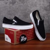 Sepatu Vans Slip On Classic Black White Hitam Putih Sneakers Pria