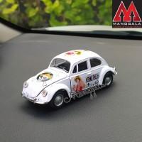 Pajangan Miniatur Diecast Mobil VW Beetle Kodok Klasik Luffy One Piece