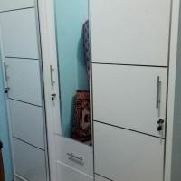 lemari baju pintu sliding warna putih 3pintu