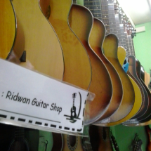 ridwan guitar shop Logo