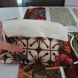 Masker Kain Corak Batik (masing-masing corak hanya tersedia 1 barang)