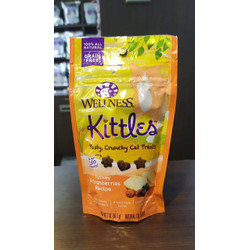 Snack Kucing Wellness Kittles Turkey and Cranberries
