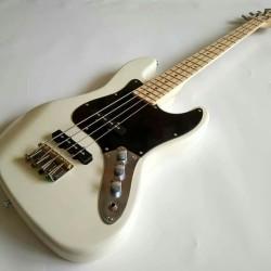 Gitar Bass fender jazz Cream Neck mapple murah