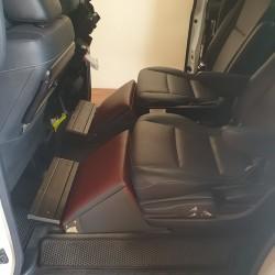 sandaran kaki footrest Toyota Voxy
