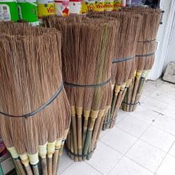 Sapu lidi gagang bambu / sapu jalanan tangkai bambu /sapu lidi tangkai