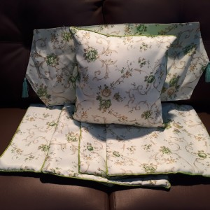 set sarung bantal sofa/kursi 40x40cm + taplak