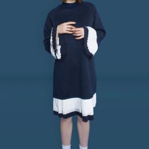 Kakuu Basic - Pleat Accent Midi Dress