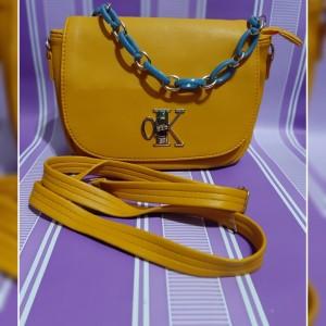 Harga tas selempang wanita charles and keith murah   coklat | HARGALOKA.COM