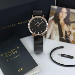 Harga jam tangan wanita fashion dw paket gelang petite 32mm   hitam | HARGALOKA.COM