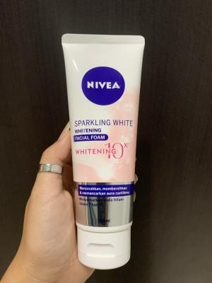 Harga nivea sparkling white whitening facial foam   100 | HARGALOKA.COM