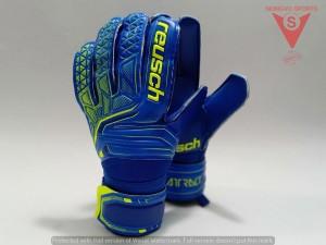 Harga sarung tangan kiper reusch attrakt sd original | HARGALOKA.COM