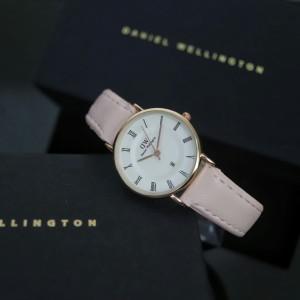 Harga jam tangan dw wanita tanggal aktif setrap kulit ring gold   | HARGALOKA.COM