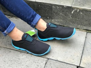 Harga sepatu crocs duet skimmer ori beli 1 gratis 1 promo khusus bulan ini   hitam biru w5 uk   HARGALOKA.COM