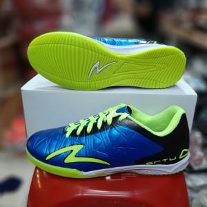 Harga sepatu futsal pria dewasa terbaru bonus kaos kaki murah meriah   biru   HARGALOKA.COM