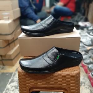Harga sepatu sandal slop kickers pria   39 | HARGALOKA.COM