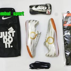 Harga sepatu futsal specs bonus kaoskaki tas dan   HARGALOKA.COM