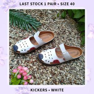 Harga sepatu sandal slop wanita kickers putih mk 49   putih | HARGALOKA.COM