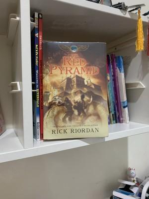 Harga the red pyramid by rick riordan   | HARGALOKA.COM
