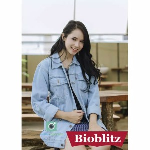 Harga best seller jaket jeans levis biru pudar wanita over size termurah   biru muda | HARGALOKA.COM