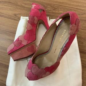 Harga charlotte olympia hearts pinky heels   bahan suede sz 37 5 enak | HARGALOKA.COM