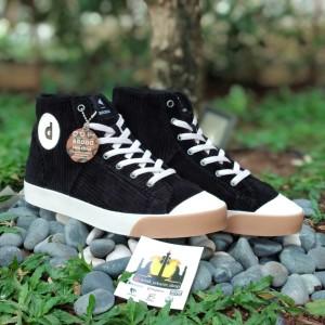 Harga sepatu brodo x dochi vantage sdg edition high black corduroy   hitam | HARGALOKA.COM